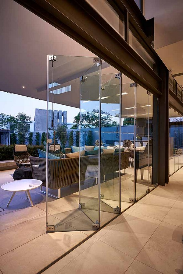 Frameless Glass Folding Stackable Doors